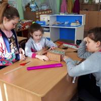 """Сегодня в рамках клуба по интересам """"Самоделкины"""", в Кананикольской сельской модельной библиотеке изготовили органайзер для школьных тетрадей"""